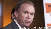 ***Archivbild***FILE - In this May 11, 2011 file photo, Rep. Mick Mulvaney, R-S.C. speaks during a news conference on Capitol Hill in Washington. The House¿s most hard-edged conservatives are eager to derail Majority Leader Kevin McCarthy¿s bid to become speaker. But they remain outnumbered and it¿s unclear if they can rally behind an alternative. That leaves the California Republican the heavy favorite when GOP lawmakers choose their candidate to replace outgoing Speaker John Boehner on Thursday. (AP Photo/Harry Hamburg, File) |