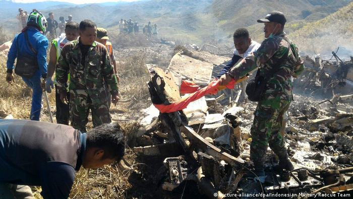 Indonesien Militärflugzeug Absturz Papua