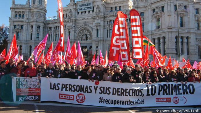 Spanien Demo gegen Regierungskurs in Madrid (picture alliance/AA/S. Bolelli)
