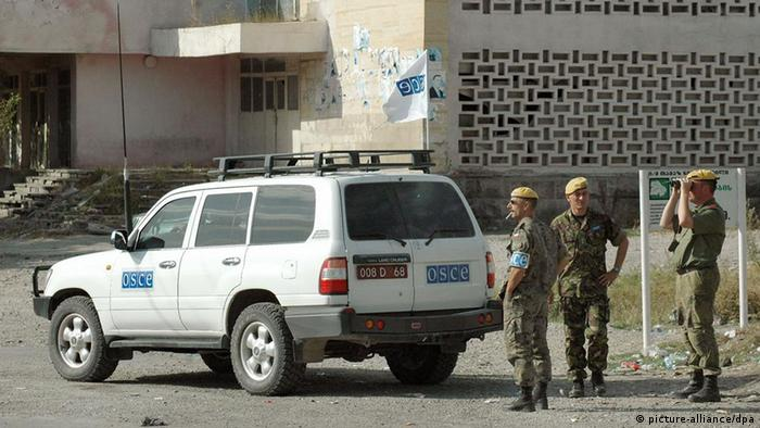 OSCE observers monitor the Russian army's evacuation of forward positions in Georgia's Igoeti village