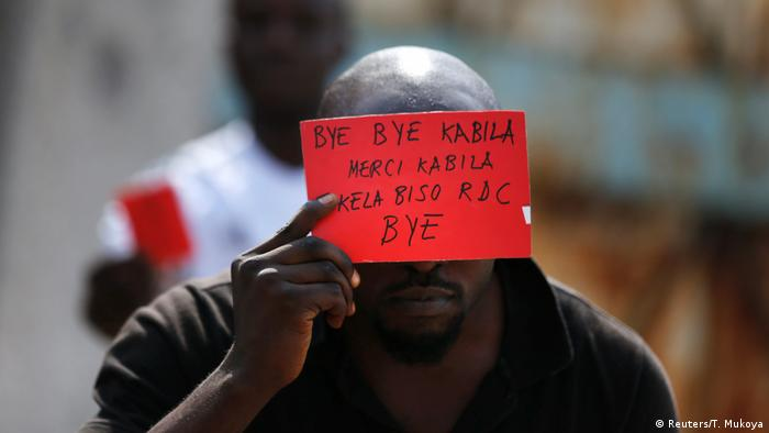 Ein Anti-Kabila-Demonstrant in Kongos Hauptstadt Kinshasa (Foto: Reuters/T. Mukoya)