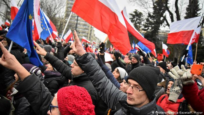 Polen Demo gegen Einschränkung der Berichterstattung aus dem Parlament