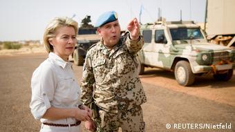 Verteidigungsministerin Ursula von der Leyen am 19.12. 2016 in Gao (Foto: REUTERS/Nietfeld)