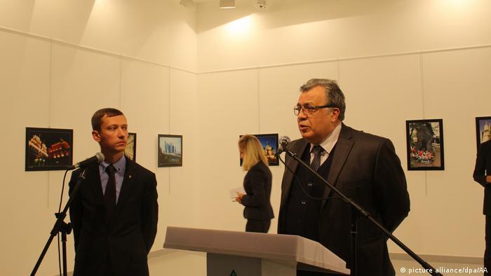 Karlov foi baleado ao discursar em galeria de arte