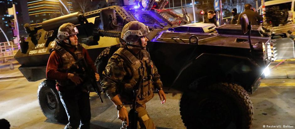 Polícia cerca área do ataque, em Ancara