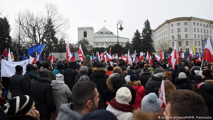 Polen Protesten gegen eine Einschränkung der Pressefreiheit in Warschau