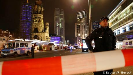 German police at the crime scene of an attack on a Berlin Christmas market. (Reuters/F. Bensch)