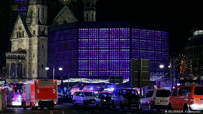 Berlim mercado de Natal (REUTERS/P. Kopczynski )