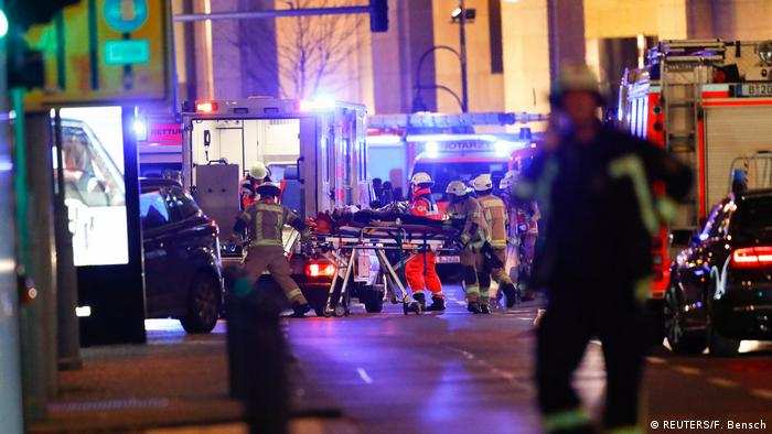 Deutschland Polizei geht von Anschlag auf Berliner Weihnachtsmarkt aus (REUTERS/F. Bensch)