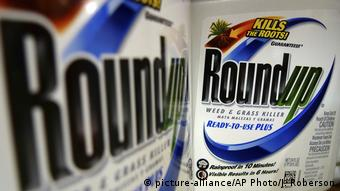 Monsanto-Bayer Unkrautvernichter Roundup (picture-alliance/AP Photo/J. Roberson)