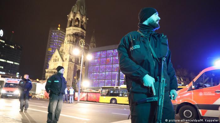 Deutschland Neun Tote und viele Verletzte auf Berliner Weihnachtsmarkt (picture-alliance/dpa/M. Kappeler)