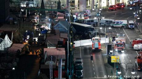 Deutschland Anschlag mit LKW auf Weihnachtsmarkt in Berlin (Reuters/P. Kopczynski)