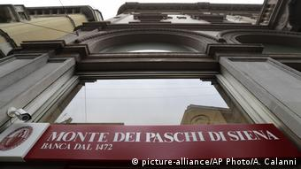 Italien Monte Dei Paschi di Siena in Mailand (picture-alliance/AP Photo/A. Calanni)