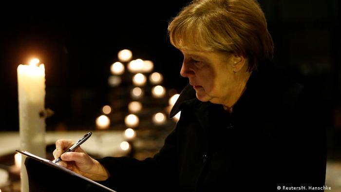Канцлерка Німеччини Анґела Меркель залишила запис у книзі скорботи в церкві поблизу місця трагедії