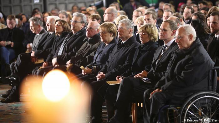 Deutschland 800 Menschen gedenken in Gottesdienst der Opfer von Berlin (Reuters/M. Kappeler)