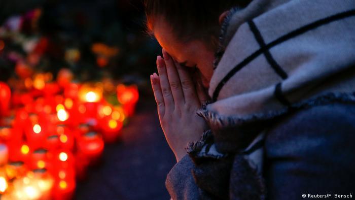 Свечи в память о погибших в Берлине