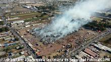 HANDOUT - Rauchwolken hängen am 20.12.2016 über einem Markt für Pyrotechnik in Tultepec, Mexico. Bei einer Explosion auf einem Markt für Pyrotechnik in Mexiko sind mehrere Menschen ums Leben gekommen. (Bestmögliche Qualität) (zu dpa vom 21.12.2016) Foto: Secretaria de Seguridad Pública/CDMX/dpa +++(c) dpa - Bildfunk+++   Verwendung weltweit