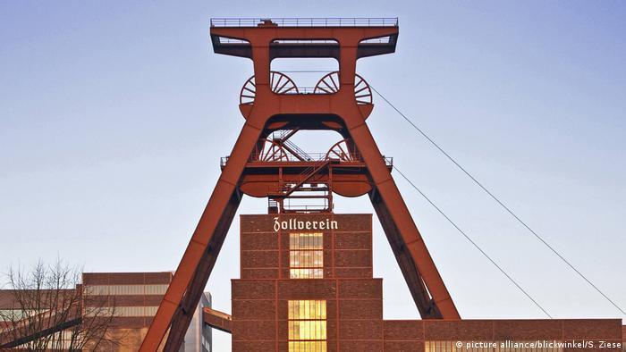 Deutschland Zeche Zollverein Schacht XII Schriftzug
