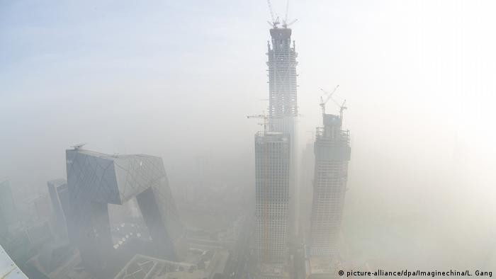 China Smog in Peking (picture-alliance/dpa/Imaginechina/L. Gang)