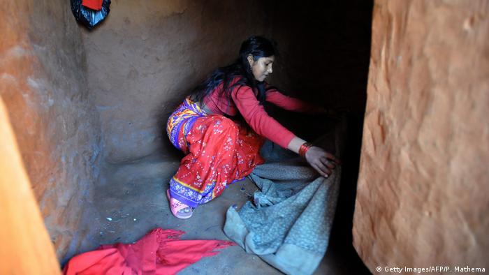 U dijelovima Nepala djevojke i žene moraju u izolaciju za vrijeme menstrualnog krvarenja