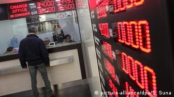 Türk Lirası son 1 yılda Dolar karşısında yüzde 45 değer kaybetti.