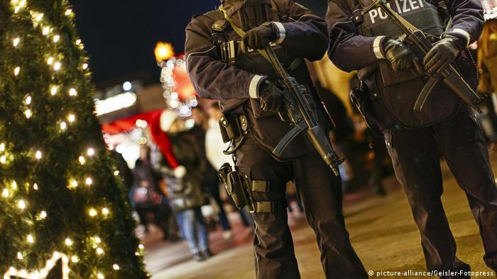 Deutschland Weihnachtsmarkt in Köln, Sicherheit nach Anschlag in Berlin (picture-alliance/Geisler-Fotopress)