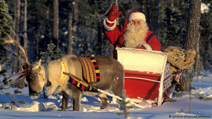 """أنكر وجود """"بابا نويل"""" ففصلوه عمله"""