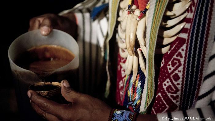 Brasilien rituelles Getränk aus Ayahuasca
