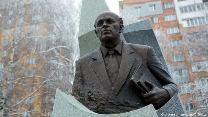 Памятник Андрею Сахарову в Нижнем Новгороде