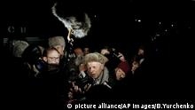 Soviet dissident Andrei Sakharov is surrounded by newsmen in Moscow after stepping off a train from Gorky, Dec. 23, 1986. It's his first time back in Moscow in seven years. (AP Photo/Boris Yurchenko) |
