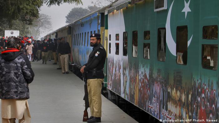 Pakistan Christmas Peace Train (picture-alliance/AP Photo/A. Naveed)
