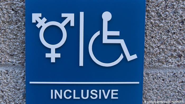 Symbolbild Transgender Toilette (picture-alliance/ZUMAPRESS)