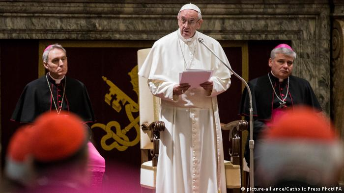 Vatikan Papst Weihnachtsansprache vor Kardinalen (picture-alliance/Catholic Press Phot/IPA)