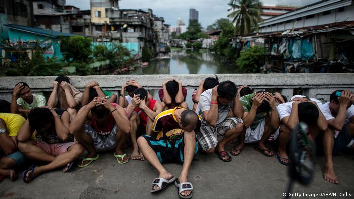 Philippinen Drogen Verdächtige auf Brücke