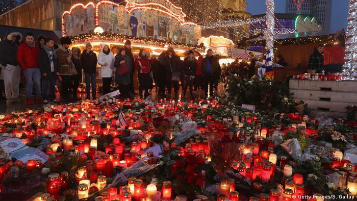 Berlin Trauer Weihnachtsmarkt Breitscheidplatz (Getty Images/S. Gallup)