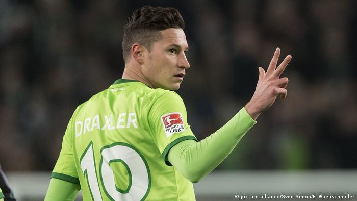 Fußball 1. Bundesliga - VfL Wolfsburg vs. Eintracht Frankfurt | Julian Draxler (picture-alliance/Sven Simon/F. Waelischmiller)