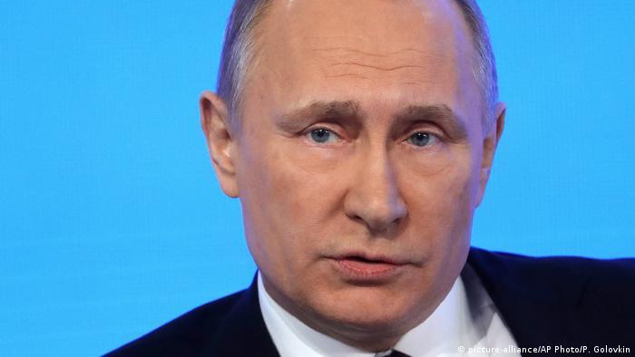 Russland Jahrespressekonferenz Wladimir Putin (picture-alliance/AP Photo/P. Golovkin)