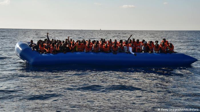 Mittelmeer Flüchtlingsboot (Getty Images/AFP/A. Solaro)