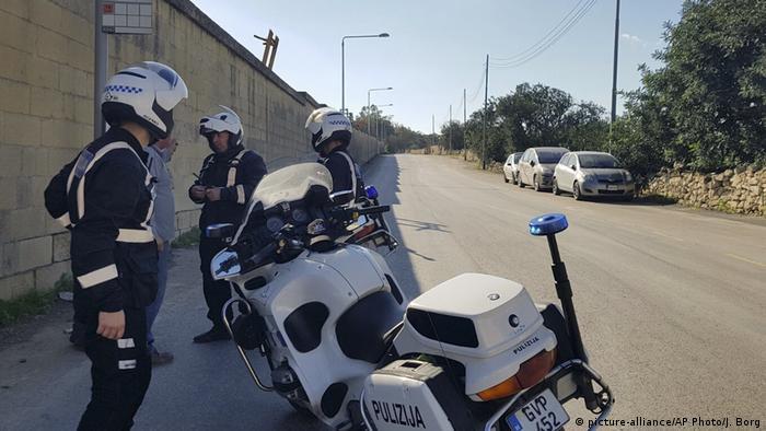 Сотрудники полиции Мальты возле своих мотоциклов