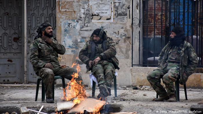 Syrien syrische Soldaten nach der Zurückeroberung von Aleppo (Getty Images/AFP/G. Ourfalian)