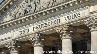 Deutschland   100 Jahre Schriftzug Dem Deutschen Volke am Berliner Reichstag