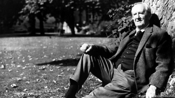 J.R.R. TOLKIEN (Professor John Ronald Reuel Tolkien) British... (picture-alliance/Photoshot)