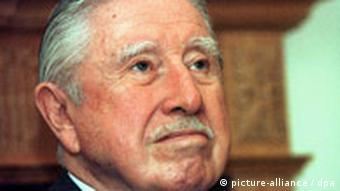 Pinoče, 11.09.1999. u svom stanu u Londonu, nedelju dana pre početka procesa