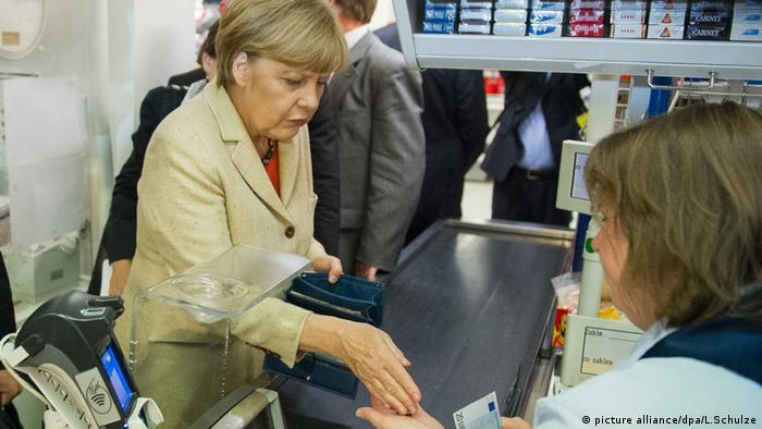Ангела Меркель в супермаркете