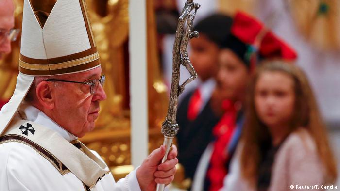 Christmette im Petersdom - Papst Franziskus (Reuters/T. Gentile)
