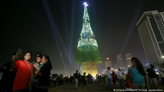 Sri Lanka Weihnachten in Colombo (picture-alliance/AP Photo/E. Jayawerdena)