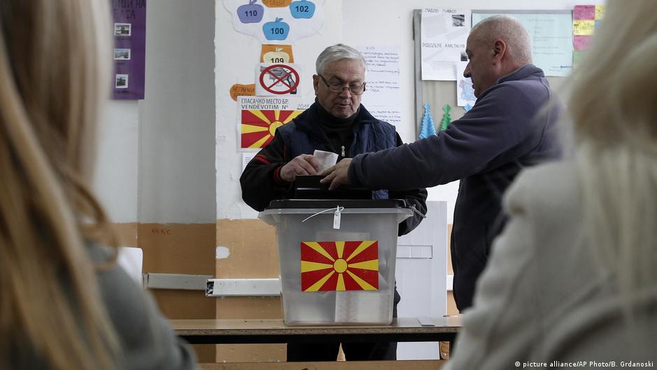 ВМРО-ДПМНЕ слави победа, СДСМ најавува дека ќе формира Влада!