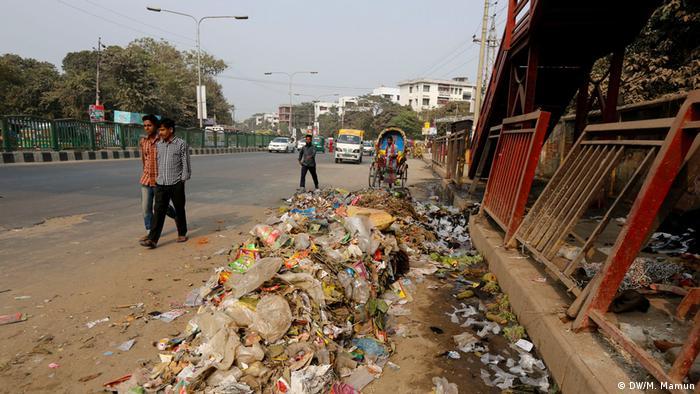 Bangladesch Dhaka - Müllentsorgung (DW/M. Mamun)