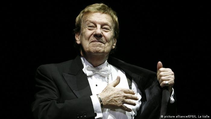 Leyenda del tango argentino, fue pianista, compositor y director de orquesta. Autor de algunos de los tangos más famosos, como Uno y Cafetín de Buenos Aires (con Enrique Santos Discépolo), Cuartito azul o Taquito militar. Elegido en 2000 en una votación popular como el Mejor compositor de tango del siglo, murió el 13 de abril de 2016.