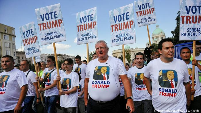 Serbien Donald Trump-Anhänger in Belgrad (Getty Images/AFP/A. Stankovic)